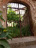 Il cancello in ferro del Palazzo Montalvo
